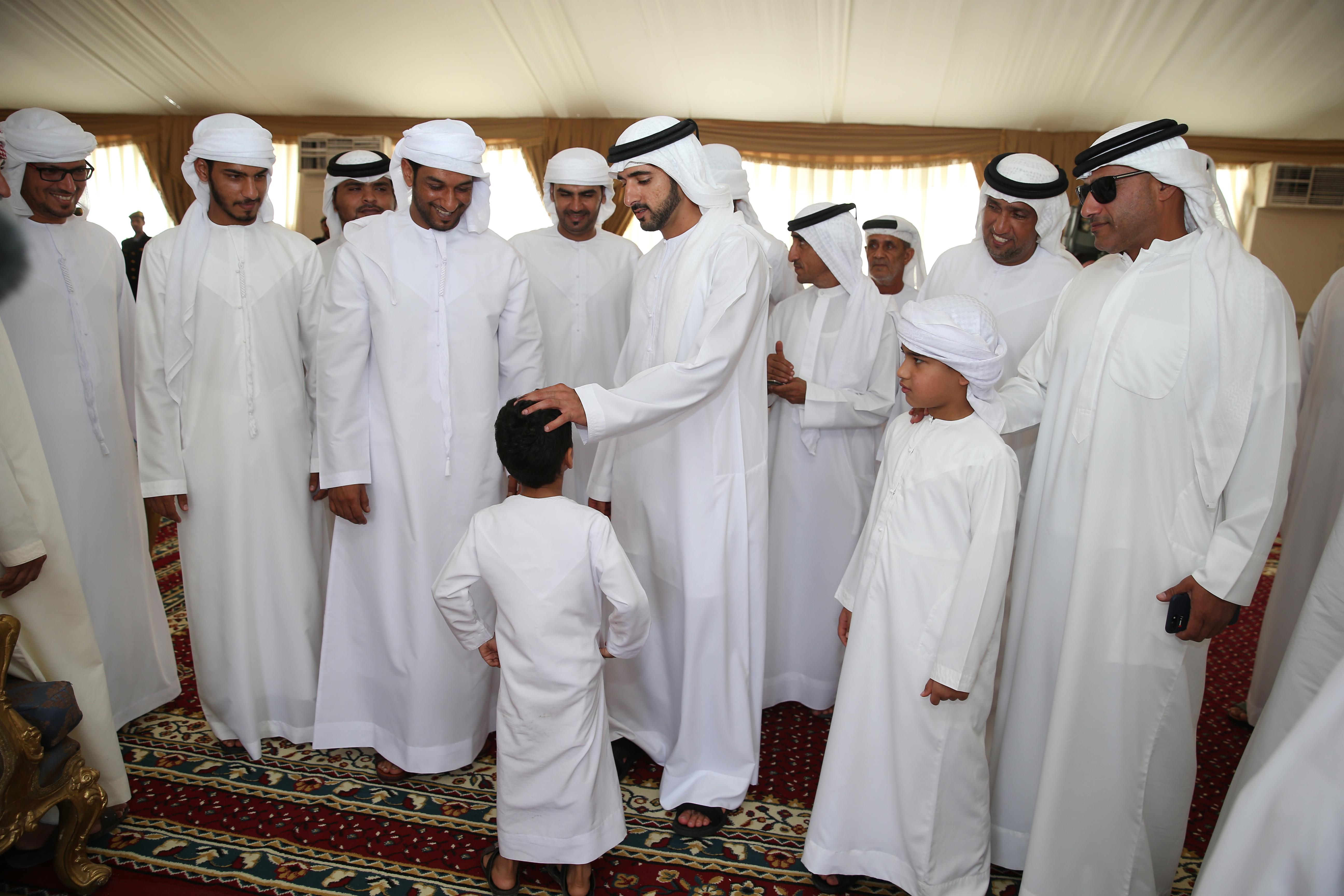 حمدان بن محمد بن راشد يؤدي واجب العزاء في شهداء الوطن الأبرار