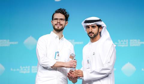 """بحضور محمد بن راشد..حمدان بن محمد يكرّم الفائز بـ""""الجائزة العالمية لفن عرض البيانات"""""""
