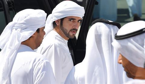 حمدان بن محمد يشهد تألّق هجن العاصفة في منافسات الثنايا بالمرموم