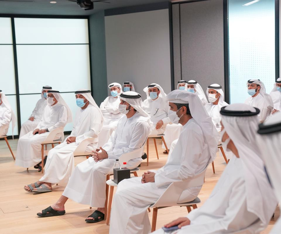 """حمدان بن محمد: """"توجيهات محمد بن راشد لحكومة دبي واضحة بالتركيز على تعزيز الأداء والارتقاء بجودة الخدمات"""""""