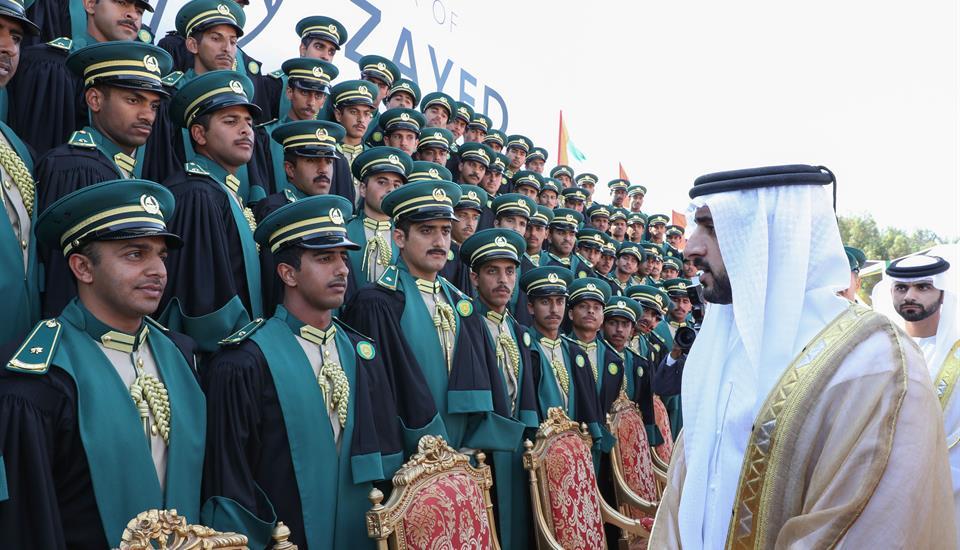 حمدان بن محمد يشهد حفل تخريج طلبة اكاديمية شرطة دبي