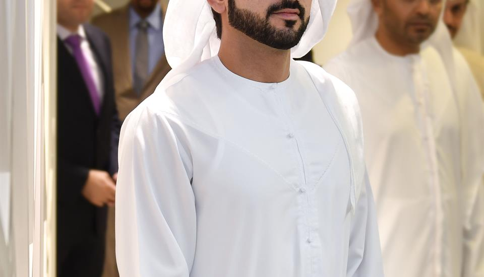 حمدان بن محمد يزيح الستار عن لوحة الخمس نجوم لمركز إسعاد المتعاملين في غرفة تجارة وصناعة دبي