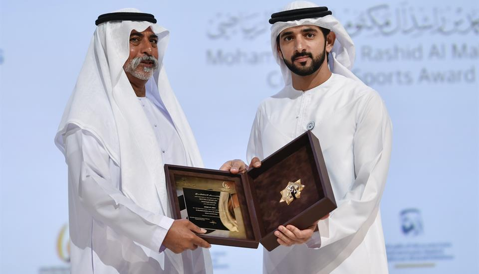 """حمدان بن محمد يُكرِّم الفائزين بجائزة """"محمد بن راشد آل مكتوم للإبداع الرياضي"""""""