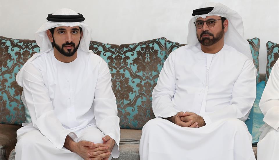 ولي عهد دبي يقدم واجب العزاء بوفاة خالد محمد القرقاوي