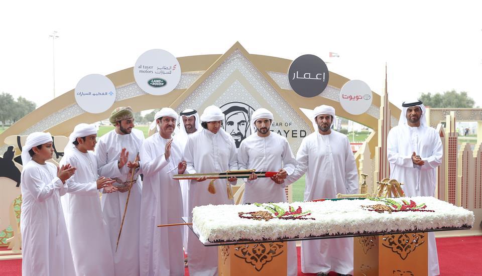 محمد بن راشد يشهد ختام مهرجان المرموم التراثي للهجن وحمدان بن محمد يتوج الفائزين