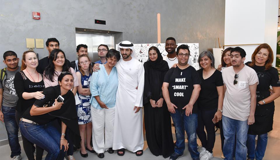 """حمدان بن محمد يتفقد مختبرات الإبداع ..ويوجه بتسريع تحقيق مستهدفات خطة """"دبي 2021"""""""
