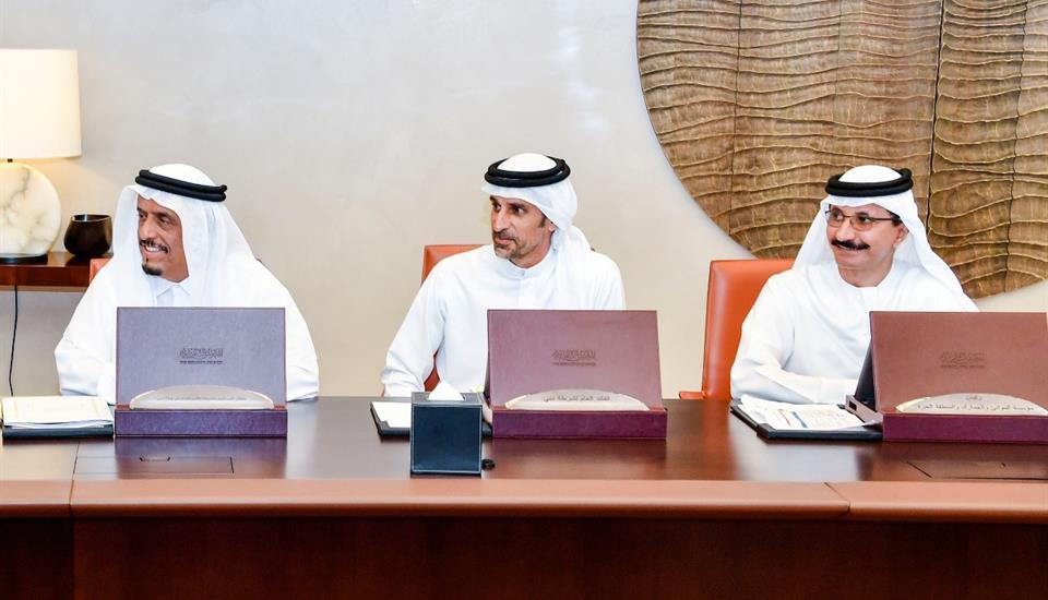 ولي عهد دبي يعتمد تخفيض وإلغاء حزمة من الرسوم الحكومية لتعزيز نمو الإمارة الاقتصادي