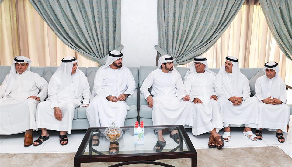 حمدان بن محمد يقدم واجب العزاء في وفاة موزة بنت علي الوري