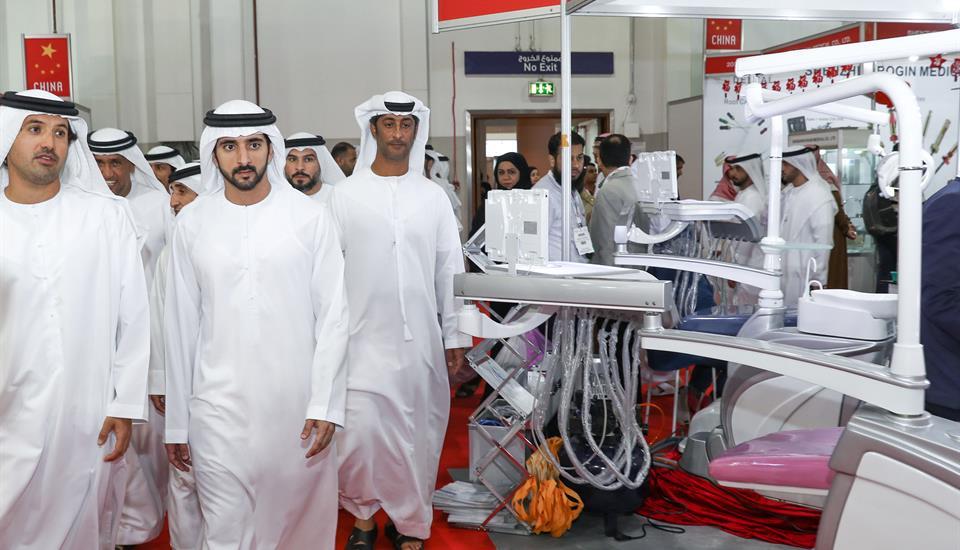 حمدان بن محمد يزور معرض ومؤتمر طب الأسنان