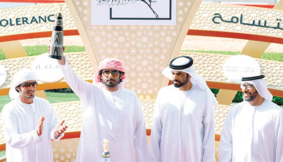 حمدان بن محمد يشهد منافسات ثاني أيام ختامي المرموم للهجن