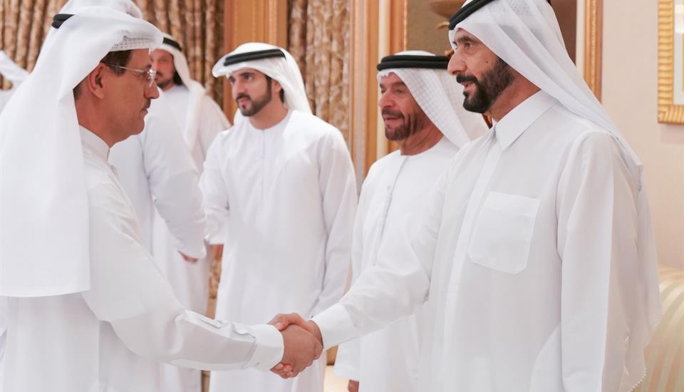 حمدان بن محمد يواصل استقبال المعزين بوفاة الشيخ منصور بن أحمد بن علي آل ثاني