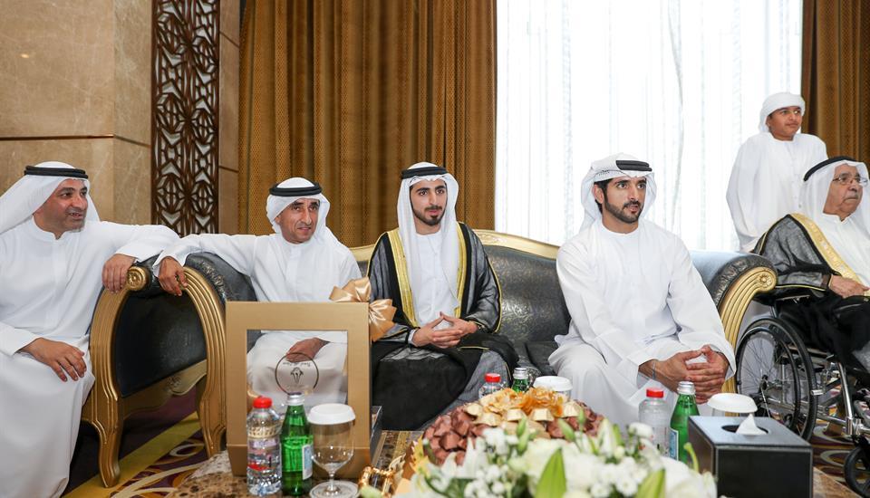 ولي عهد دبي يحضر أفراح المري والفلاسي