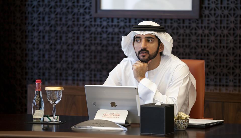 حمدان بن محمد يعتمد قراراً بإلغاء رسوم خدمات حكومية