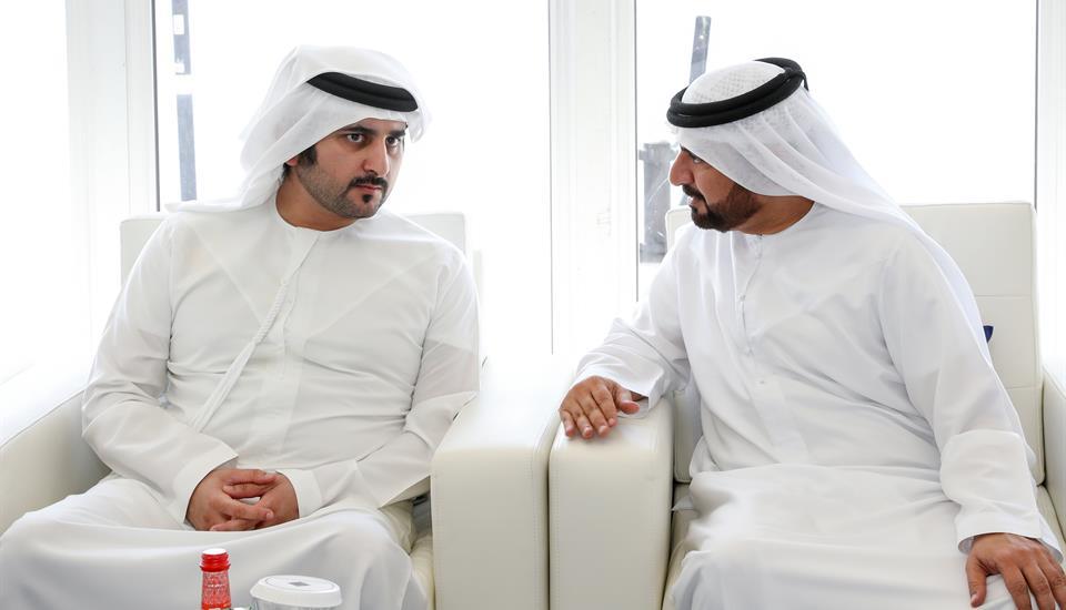 حمدان بن محمد يزور بنك الإمارات دبي الوطني ويطلع على إنجازاته