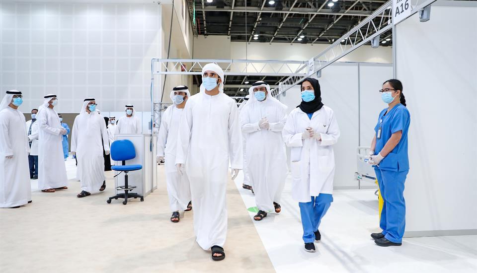 حمدان بن محمد يزور المستشفى الميداني في مركز دبي التجاري العالمي