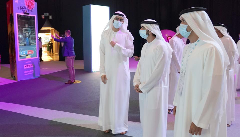 """حمدان بن محمد يشهد فعاليات مؤتمر """"عالم الذكاء الاصطناعي"""" وإطلاق مبادرات ومشاريع مبتكرة"""