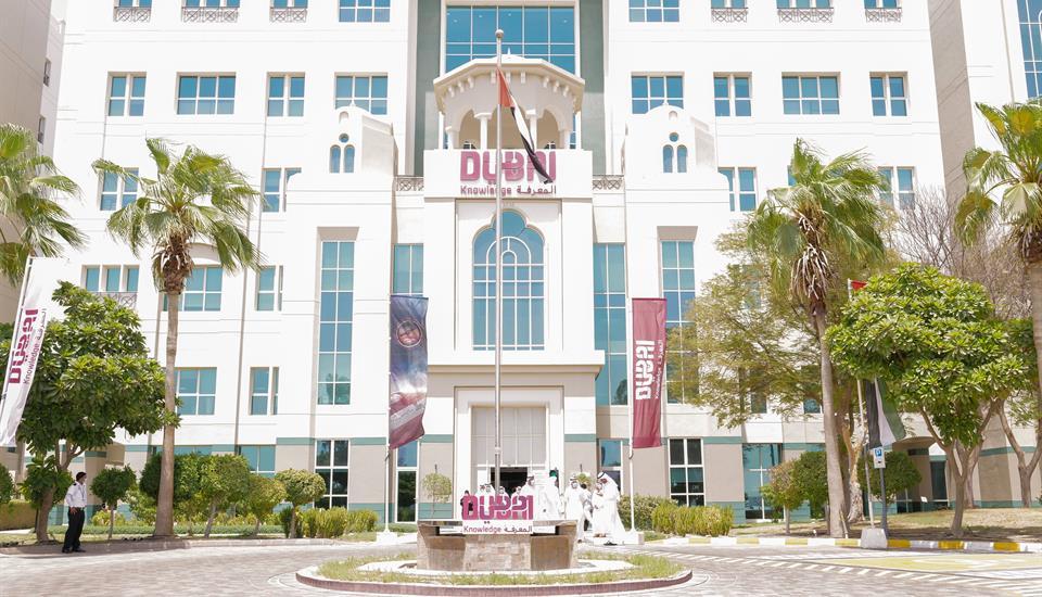 حمدان بن محمد يطمأن على الاستعدادات للعام الدراسي الجديد والخيارات المطروحة لمواصلة العملية التعليمية