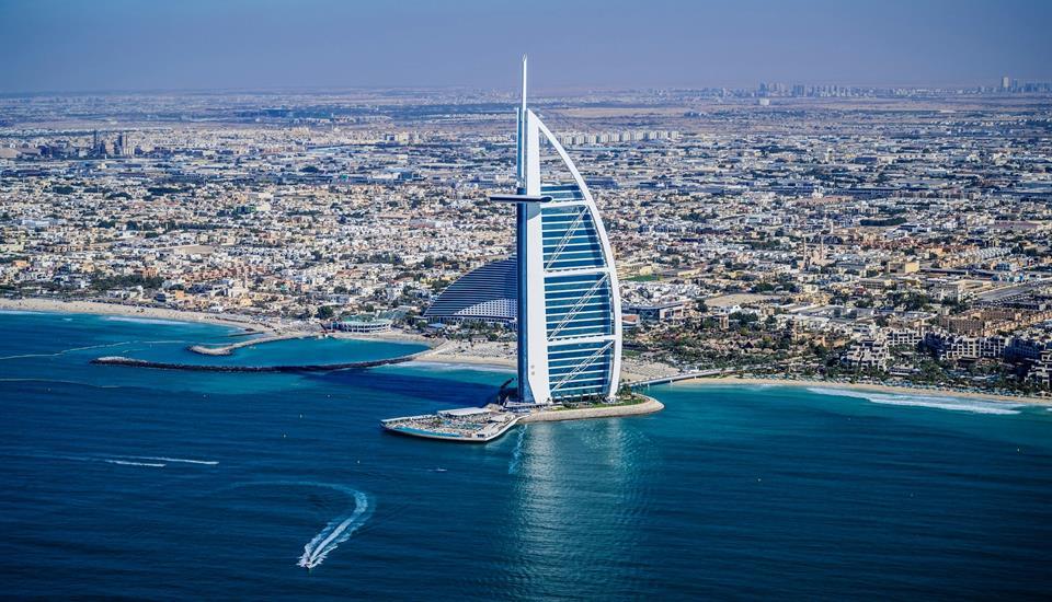الشيخ حمدان الأخبار - حمدان بن محمد:  دبي تقود تعافي حركة السياحة العالمية